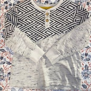 3T patterned blue and white long sleeve T-shirt